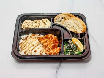 Бенто с рисом и лососем